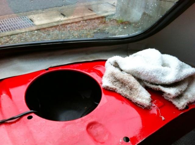 ミニのリアウインドーの雨漏り修理02